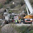 18.01.2019, Spanien, Totalan: Eine Bohrmaschine mit der ein Bergungstunnel senkrecht zum Schacht  gegraben werden soll, in den am 13.01.2019 ein Zweijähriger gefallen sein soll, wird entladen. Das Zittern um Julen geht in Spanien nach mehr als fünf Tagen weiter. Niemand weiß, ob der Zweijährige noch am Leben ist. Die Natur stellt die Retter vor schwierige Herausforderungen. Foto: Lorenzo Carnero/ZUMA Wire/dpa +++ dpa-Bildfunk +++