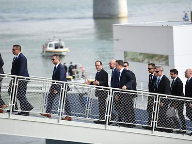 French President Francois Hollande (4L), Belgium's Prime minister Charles Michel (5L) and Luxembourg's Prime minister Xavier Bettel (6L) leave the boat after a lunch cruise on the Danube river during the informal EU summit in Bratislava on September 16, 2016.  The 27 EU leaders meet in Bratislava to chart their post-Brexit future and to launch a roadmap meant to be agreed in Rome in March next year on the 60th anniversary of the EU's founding treaty. Focus will be on defence cooperation and border security in a bid to heal deep divisions over migration in particular.  / AFP PHOTO / STEPHANE DE SAKUTIN