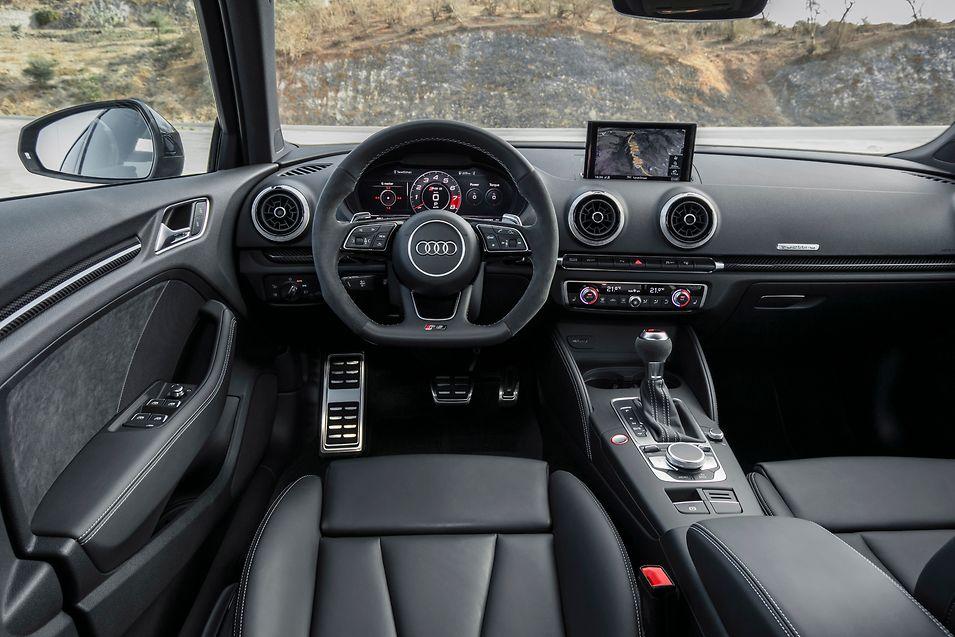 Im Cockpit setzt Audi auf elegante Sportlichkeit.