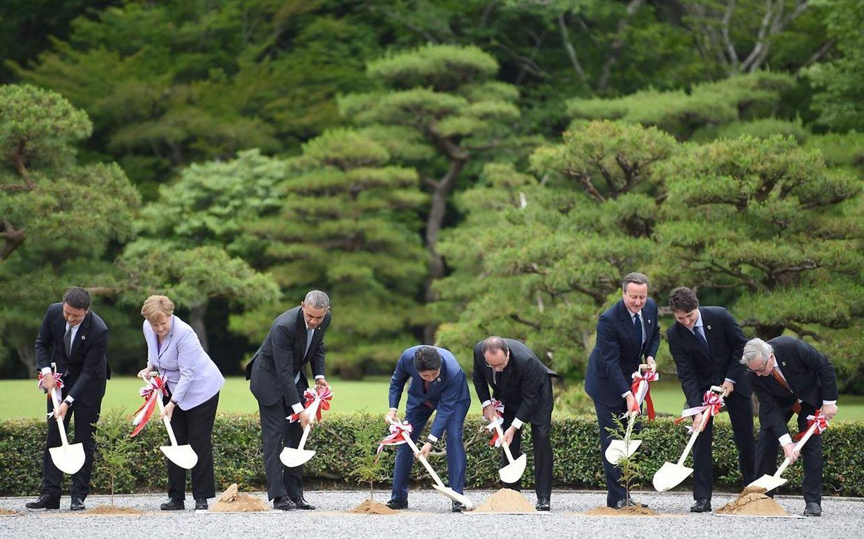 De gauche à droite: Matteo Renzi, Angela Merkel, Barack Obama, Shinzo Abe, Francois Hollande, David Cameron, Justin Trudeau etJean-Claude Juncker