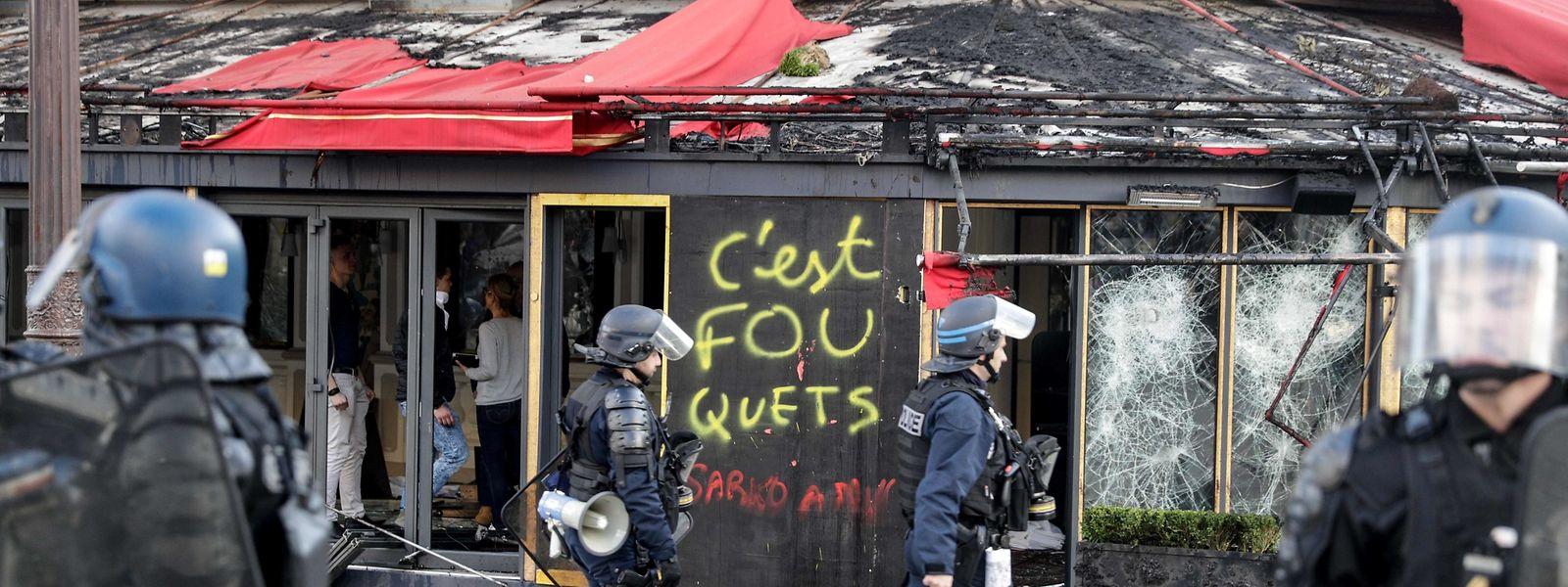 Das beliebte Pariser Restaurant Le Fouquet's fiel den Krawallen am Samstag zum Opfer.