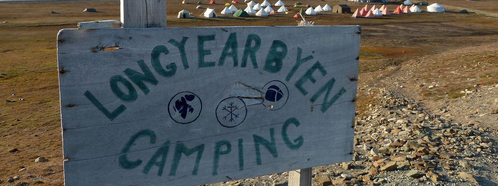 Auf dem nördlichsten Campingplatz der Welt müssen sich die Urlauber auch im Sommer warm einpacken: Selbst im Juni, Juli und August sind die Temperaturen nur selten zweistellig.