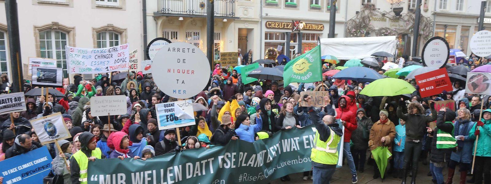 La marche pour le climat est partie du Glacis pour se rendre à la Chambre des députés.