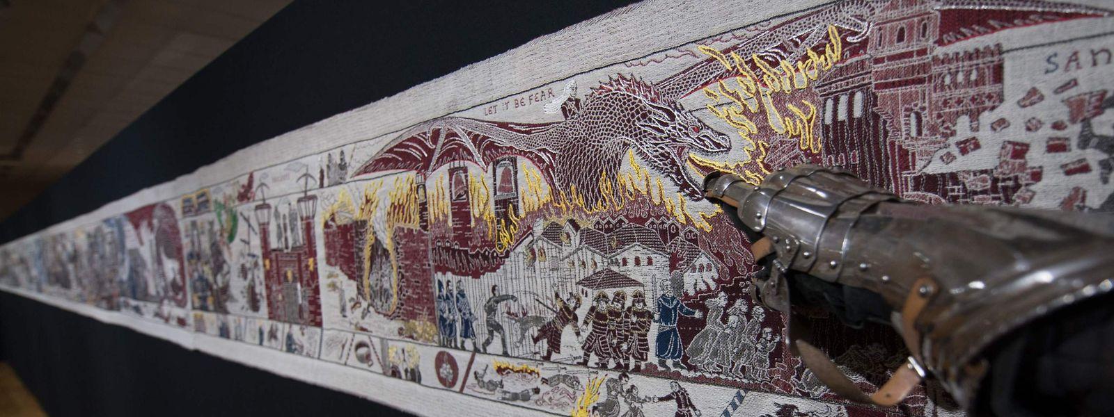 """Bayeux. Nur wenige Schritte von seiner Inspirationsquelle, dem Teppich von Bayeux, entfernt, wird bis Ende des Jahres ein etwas anderer Teppich ausgestellt. Das 90 Meter lange """"Game of Thrones Tapestry"""" ist eine Leihgabe des Ulster Museum in Belfast und erzählt von den denkwürdigsten Momenten der erfolgreichen HBO-Serie """"Game of Thrones""""."""