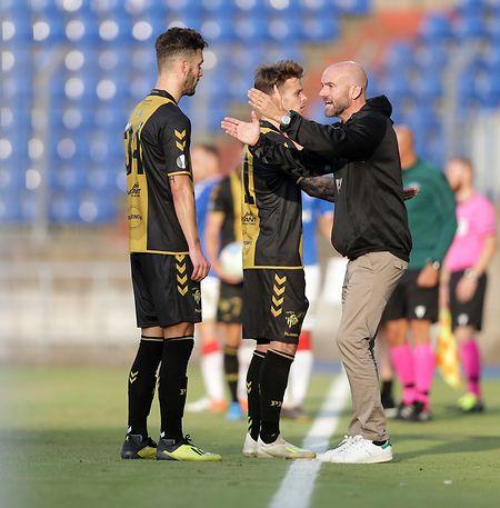 Progrès-Trainer Roland Vrabec (r.) vermisst die Qualitäten von Tim Hall.