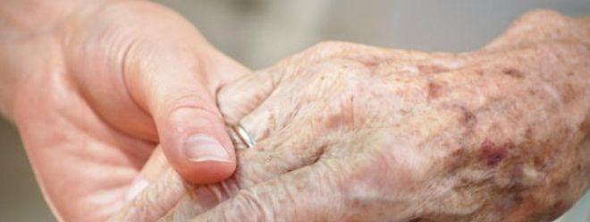 Parkinson schränkt den Alltag der Erkrankten immer mehr ein.