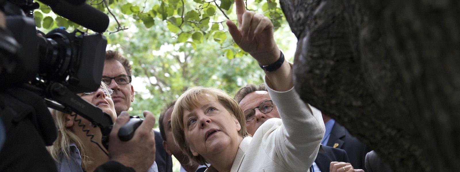 """""""Soft Power""""? Bundeskanzlerin Angela Merkel spricht zu Reportern bei ihrem Besuch des """"9/11 Memorial Museum"""" in New York, am 26. September 2015."""