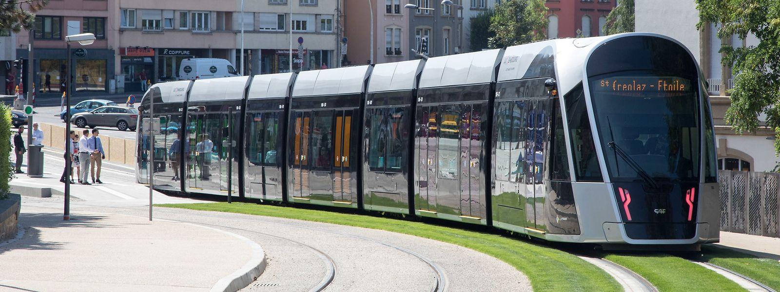 Alle sechs Minuten verkehrt die Tram wochentags zwischen Luxexpo und Stäreplaz.