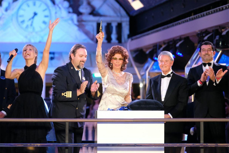 Bei MSC ist Sophia Loren die Taufpatin vom Dienst. Die Grandiosa war bereits das 15. Schiff der Reederei, das die italienische Filmdiva taufte.