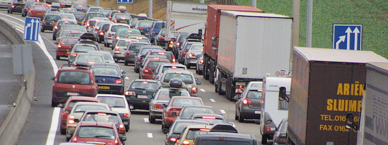 Ce matin, l'autoroute A31 est bloquée dans les deux sens à hauteur du poste frontière