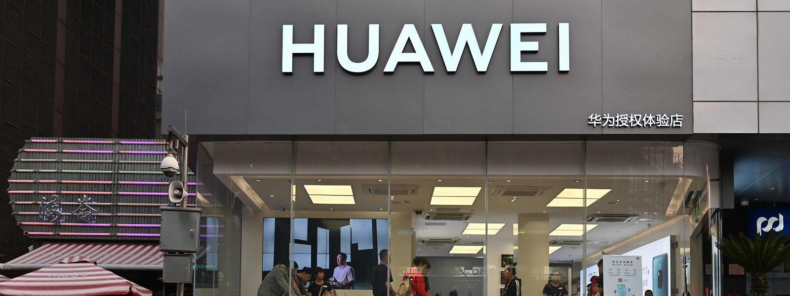 Ein Huawei-Laden in Shanghai: Der chinesische Telekommunikationskonzern wird von den USA der Spionage und der Sabotage verdächtigt.