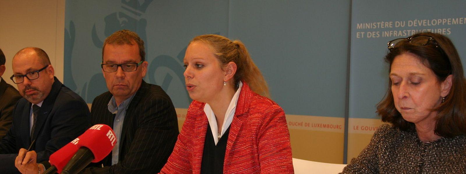 """Carole Dieschbourg, ministre de l'Environnement: """"Nous avons relevé la valeur limite pour le métazachlore dans l'eau potable de 100 ng/l à 3.000 ng/l. Cette dérogation sera valable pour trois ans au maximum""""."""