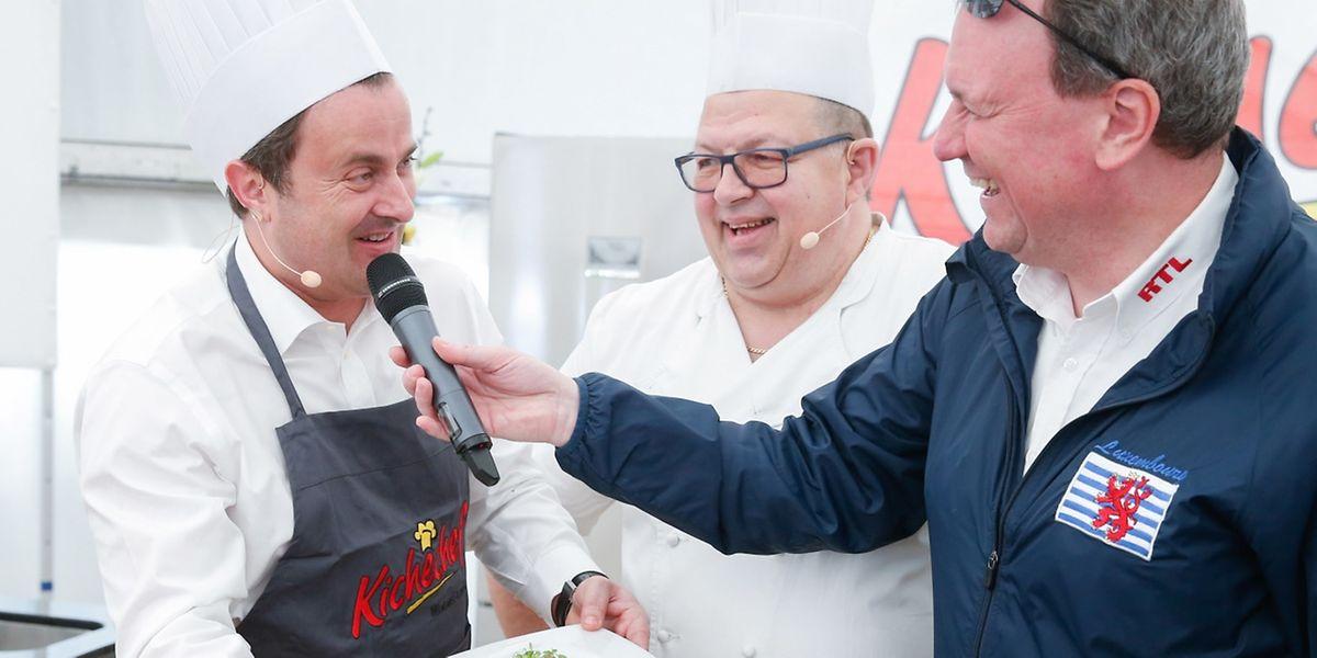 Die Besucher durften Xavier Bettel nicht nur beim Kochen zusehen; sie konnten die Köstlichkeiten gleich im Anschluss selbst probieren.