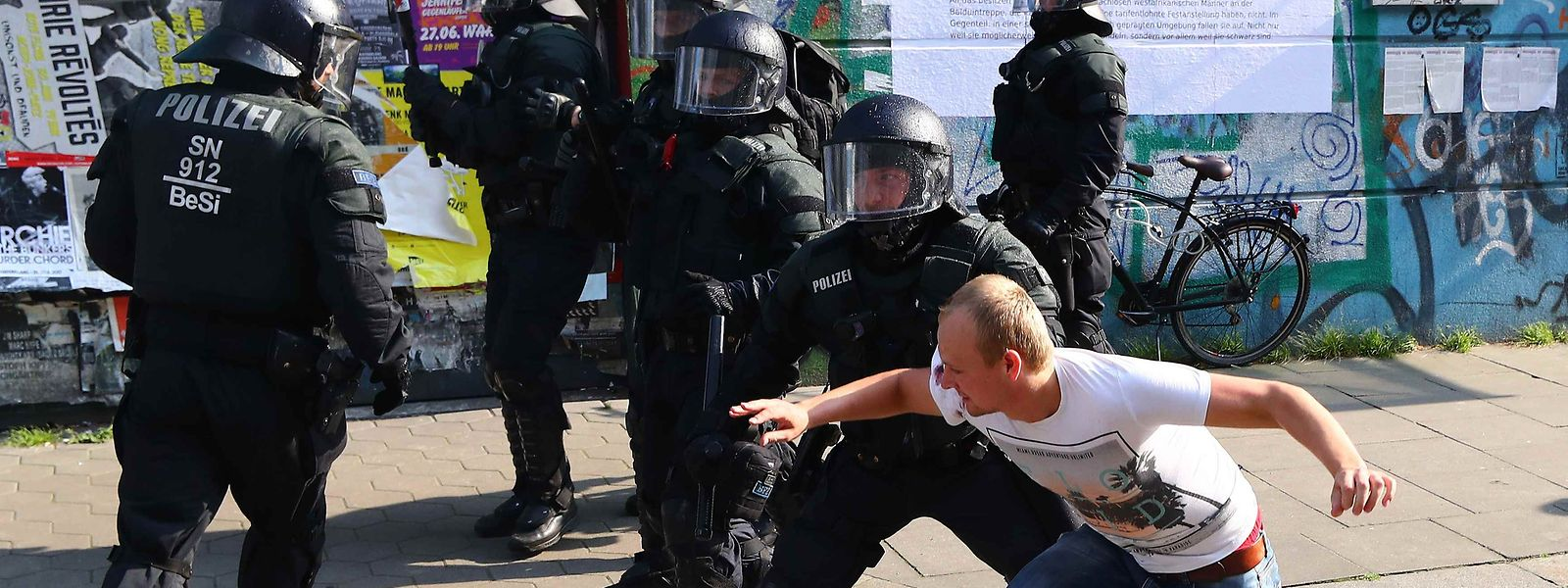 German riot police scuffle with protester during a demonstration at the G20 summit in Hamburg, Germany, July 7, 2017. REUTERS/Pawel Kopczynski