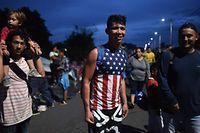 Ein Einwanderer aus Honduras. In welches Land er möchte, gibt er klar zu erkennen.