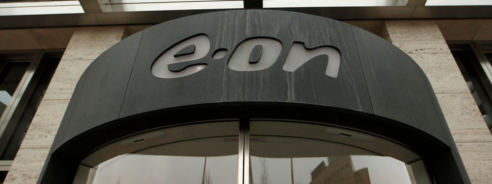 Der Energieriese E.on muss den schwersten Verlust seit seiner Gründung im Jahr 2000 verbuchen.(Foto: Reuters)