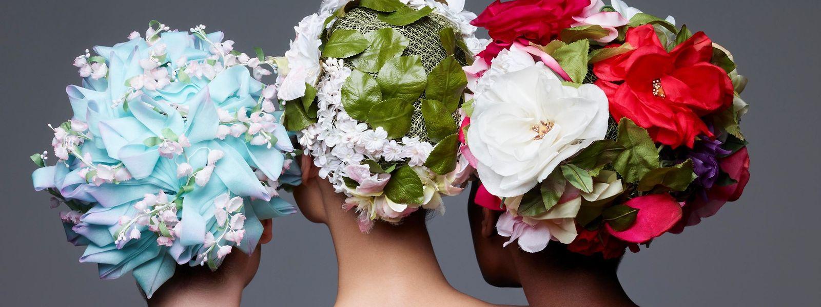 Dior goes flowers: florale Kreationen aus den Jahren 1970 (l.) und 1965.