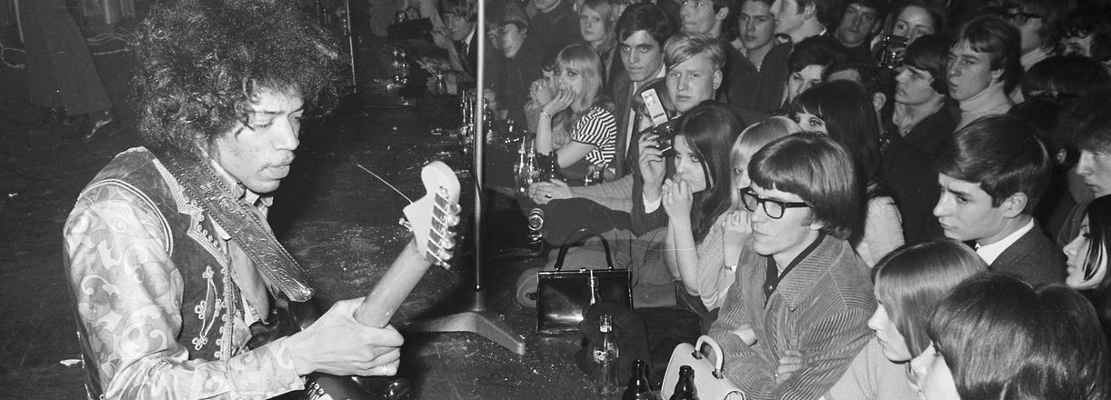 Jimi Hendrix in seinem Element: Auf der Bühne, in diesem Fall der des Hamburger Starclub, am 17. März 1967.
