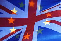 """ARCHIV - 10.04.2019, Großbritannien, London: Die Sterne einer EU-Fahne scheinen durch eine britische Fahne hindurch. (zu dpa """"Das vergessene Brexit-Drama: Es wird wieder einmal schwierig"""") Foto: Yui Mok/PA Wire/dpa +++ dpa-Bildfunk +++"""