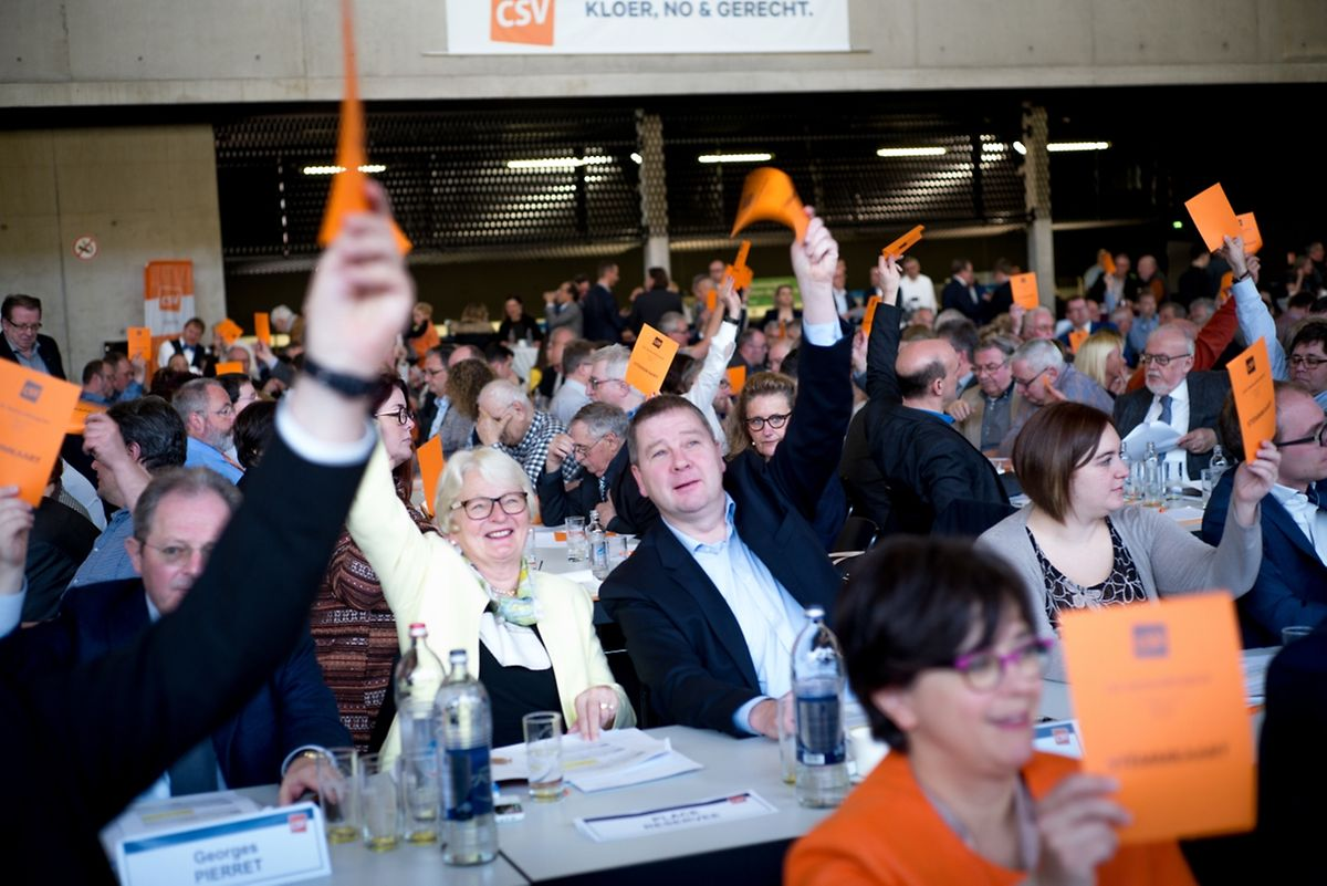 """""""Kloer, no a gerecht"""" lautet das neue Motto der CSV, mit dem sie in den Wahlmarathon starten und die Wähler von sich überzeugen will."""