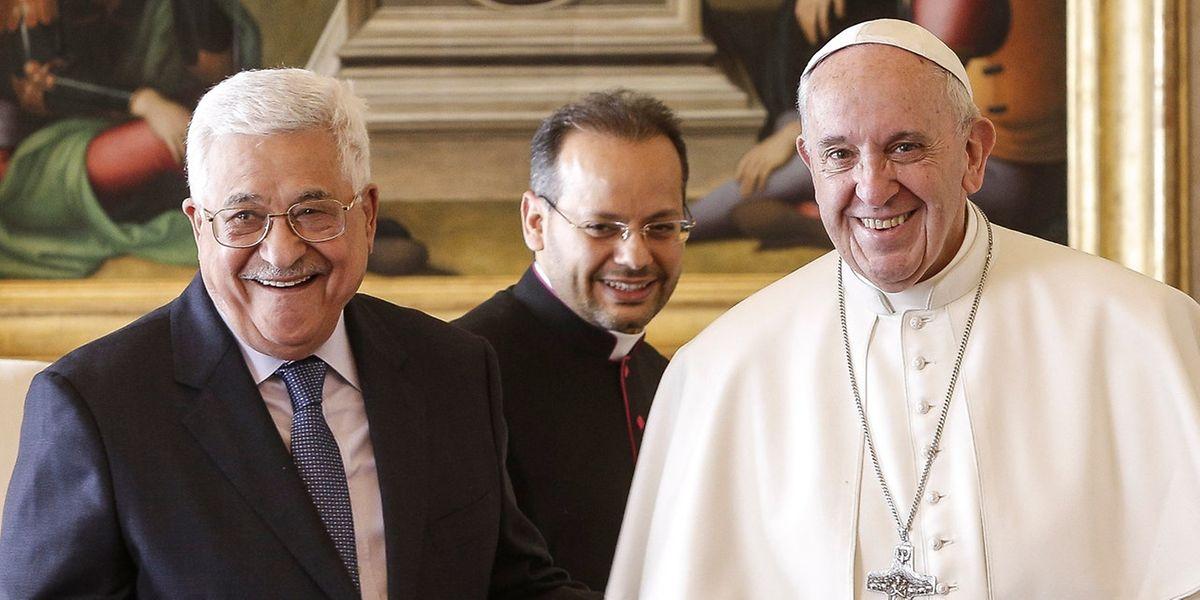 Einen Tag vor der Nahost-Friedenskonferenz in Paris hat Palästinenserpräsident Mahmud Abbas war von Papst Franziskus zu einer Audienz empfangen worden.