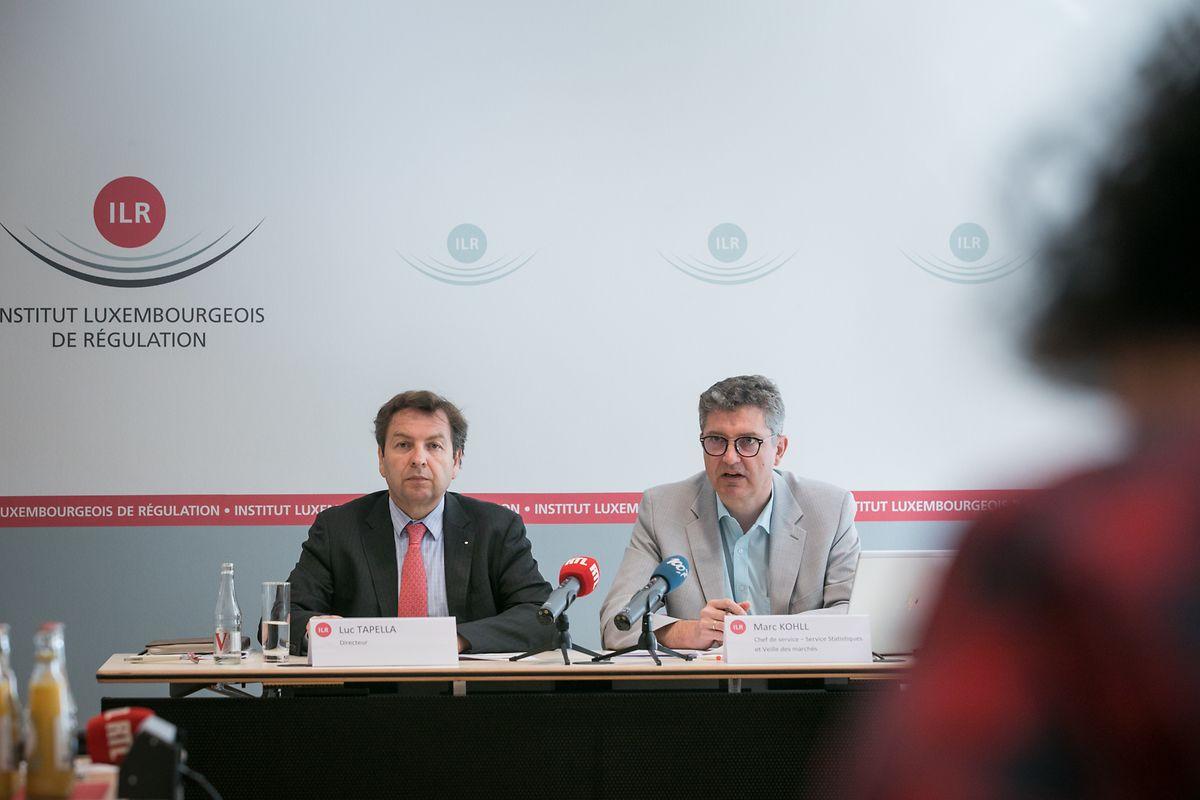 ILR-Direktor Luc Tapella (links) stellt mit Marc Kohll die Ergebnisse der Studie über die Tarife für Telekommunikationsdienste vor.