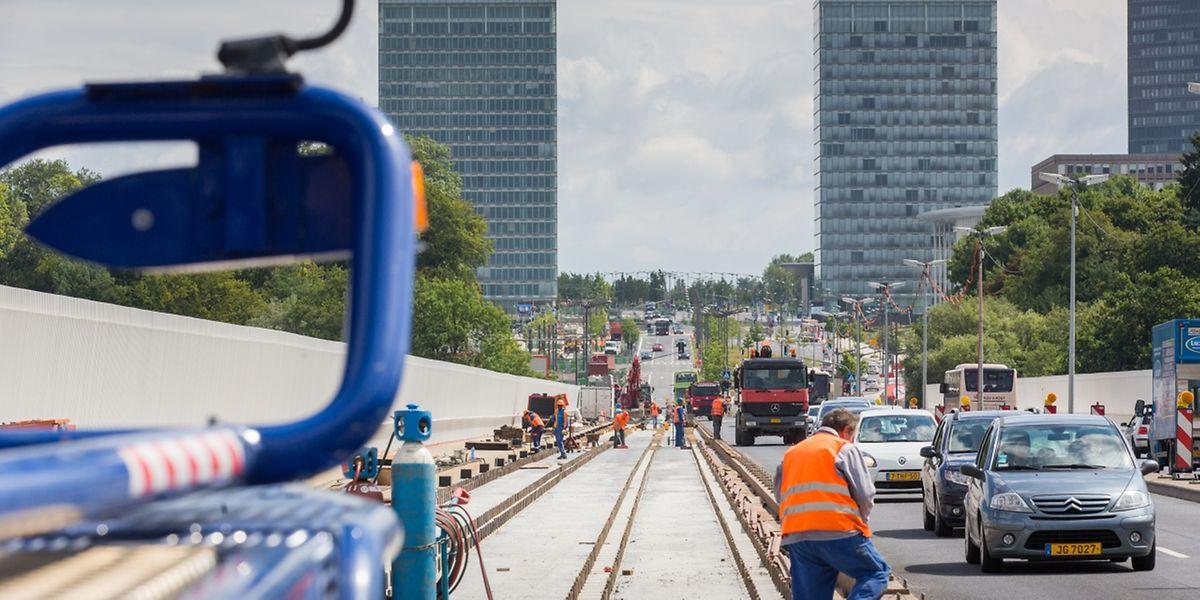 Im Dezember könnte die Straßenbahn bereits bis zum Großen Theater fahren.