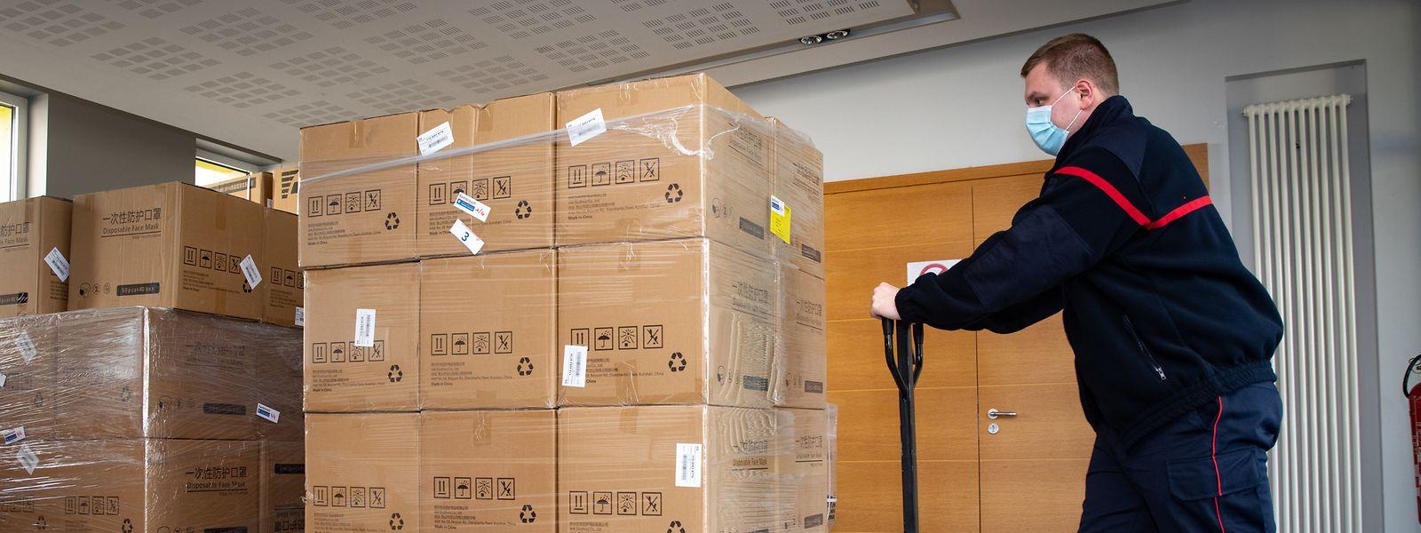 Au total, dix camions ont délivré les précieux masques dans tout le Luxembourg.