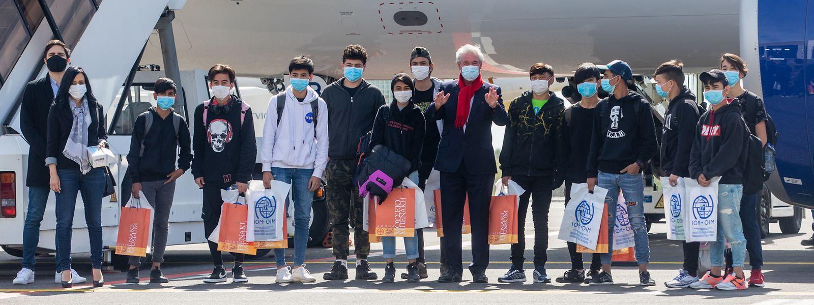 Die minderjährigen Flüchtlinge landeten kurz vor zwölf Uhr auf dem Flughafen Findel.