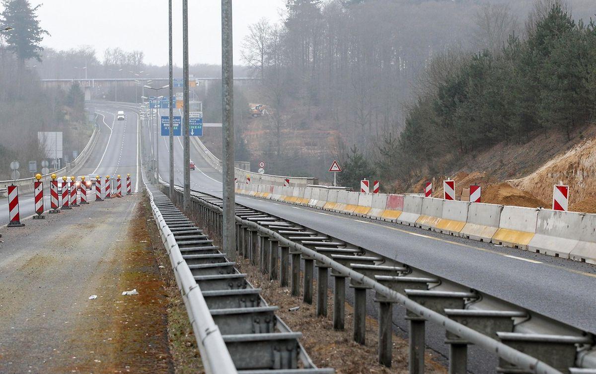 In Richtung Kirchberg wird die Fahrbahndecke auf der A7 erneuert.