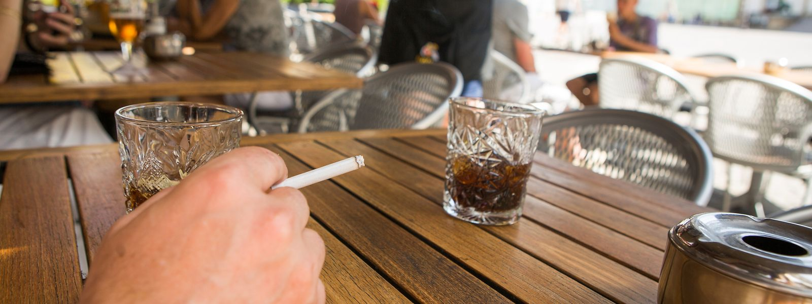 A petição que exige a proibição do tabaco nas esplanadas conseguiu as 4.500 assinaturas e vai a debate.