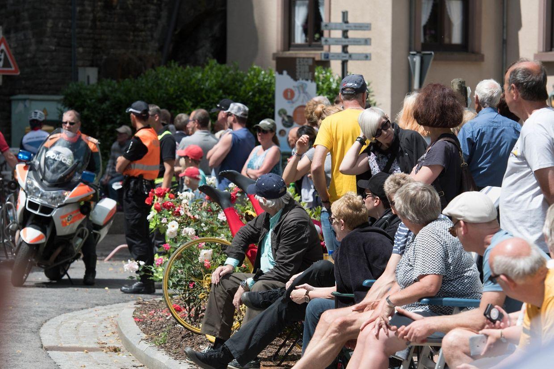 In Esch/Sauer warten die Zuschauer auf die Radprofis