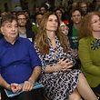 """Wien: Monika Vana (r-l), Fernsehköchin Sarah Wiener und Werner Kogler, Parteichef der österreichischenGrünen sitzen nebeneinander während des Bundeskongresses der Grünen unter dem Titel """"Mutig für Europa""""."""