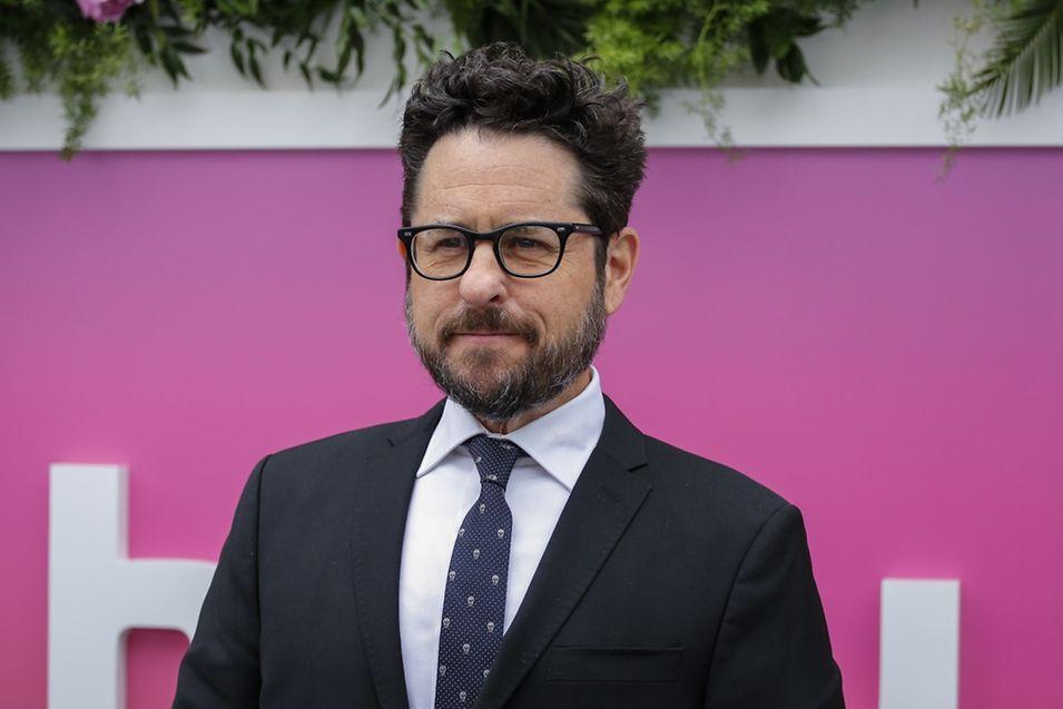 Filmregisseur J.J. Abrams übernimmt die filmische Verantwortung über die neue Trilogie.