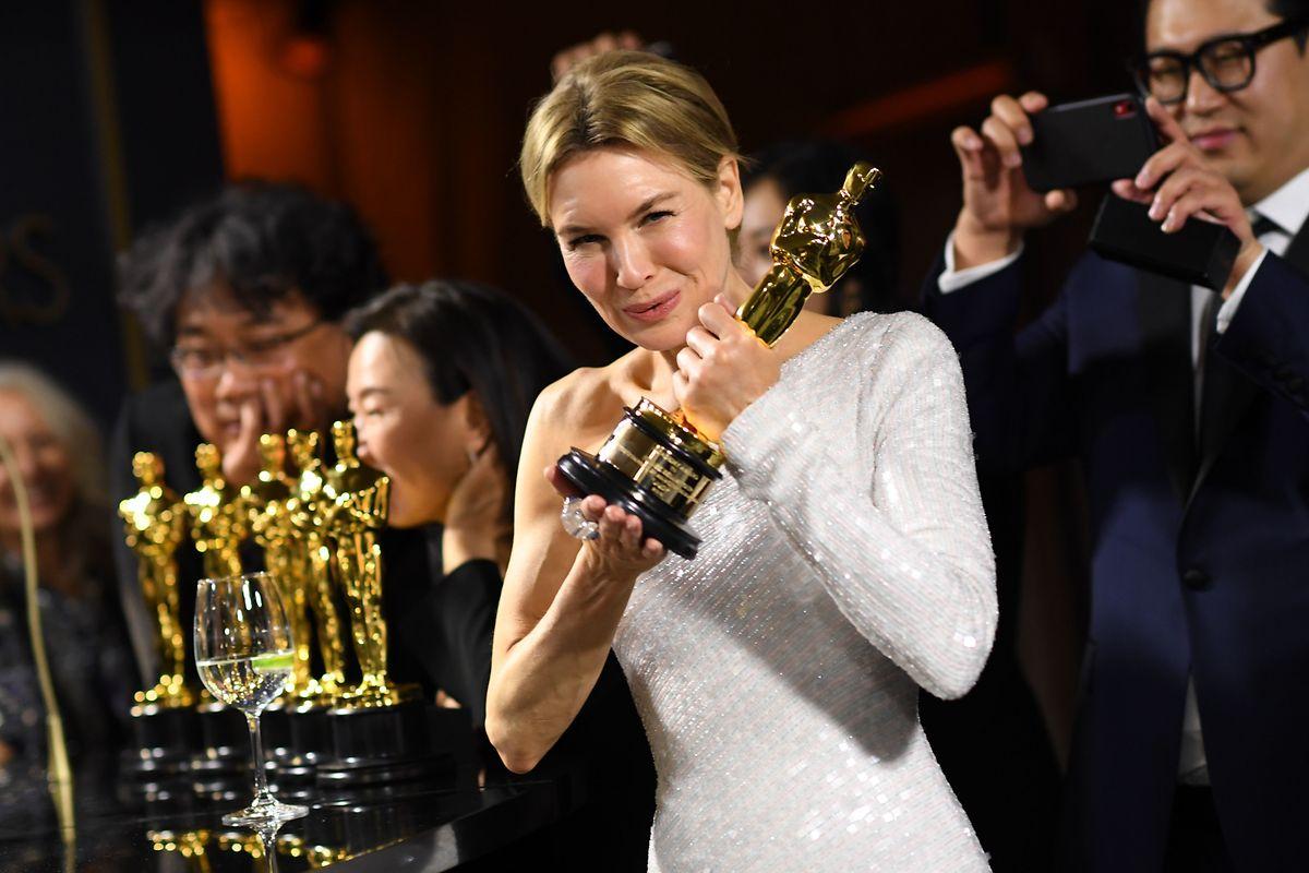 """Als beste Hauptdarstellerin wurde in der Nacht zu Montag in Hollywood Renée Zellweger für """"Judy"""" ausgezeichnet."""