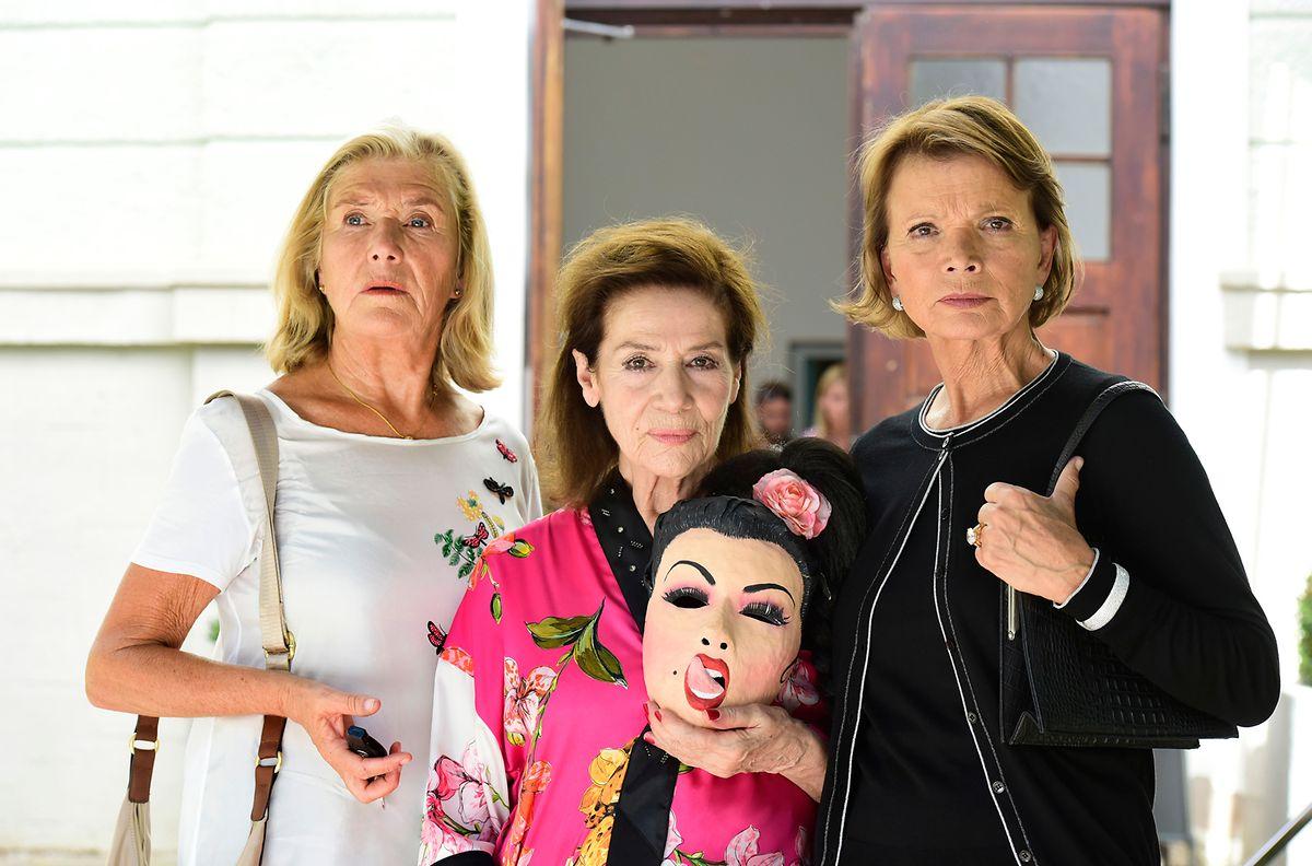 Machen nach Jahren wieder gemeinsame Sache: die drei ehemaligen Freundinnen Helga (Jutta Speidel, l.), Kiki (Hannelore Elsner, M.) und Maria (Uschi Glas, r.).