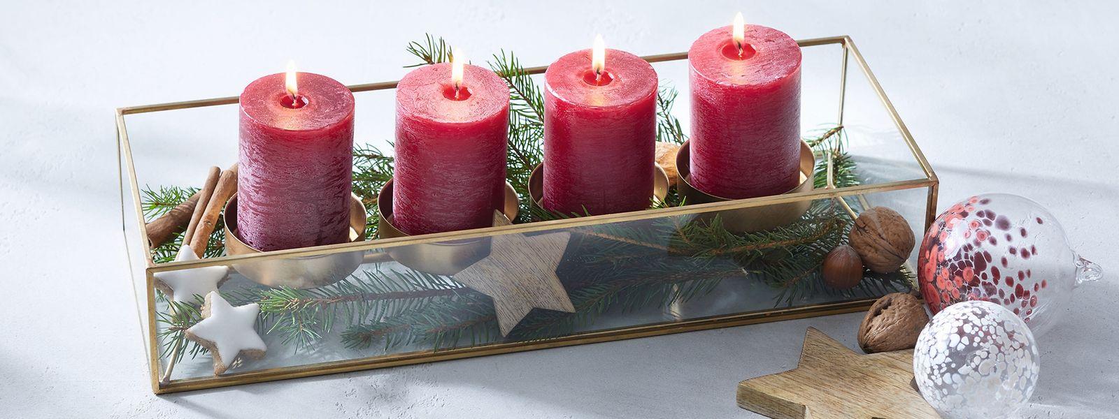 Edel wirkt diese Weihnachtsdeko bei der ein transparentes Material mit Metall kombiniert wurde.