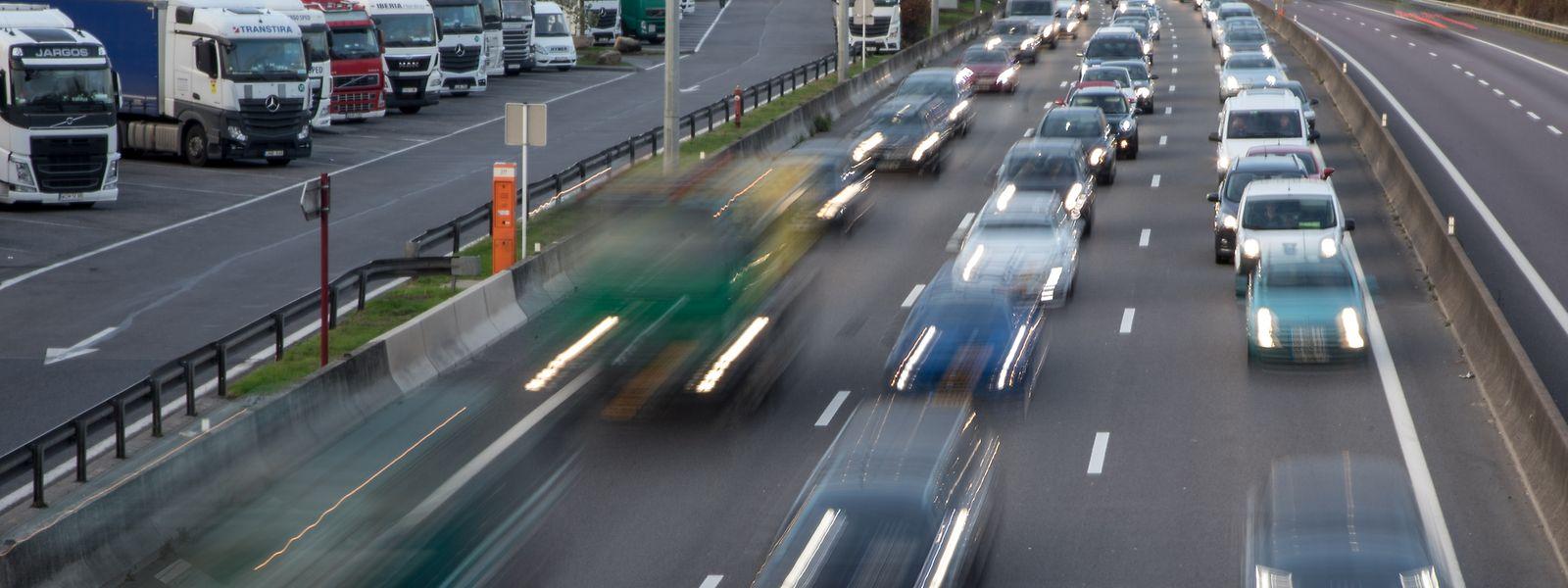 Die A3 gilt als völlig überlastet - vor allem der Verkehr durch Berufspendler lässt die wichtigste Verbindung nach Frankreich an ihre Grenzen stoßen.