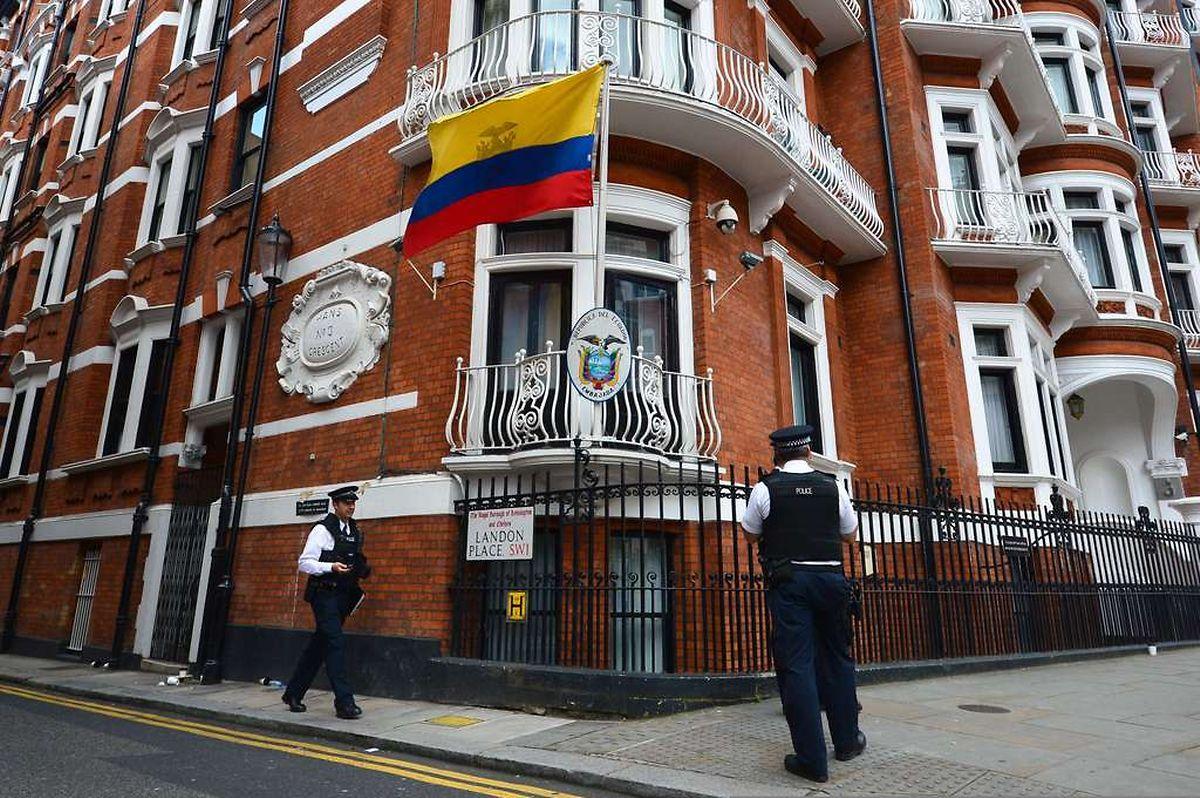 Assange hielt sich sieben Jahre lang in der Botschaft Ecuadors auf.