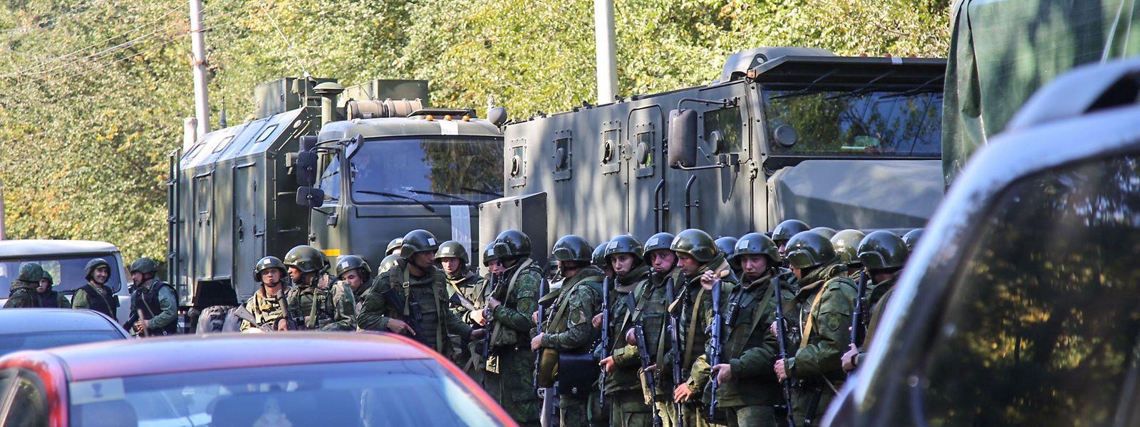 Armee und Polizei sperrten den Ort der Explosion weiträumig ab.