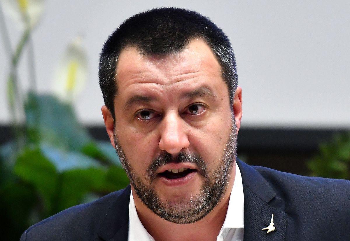 Der rechtspopulistische Innenminister Matteo Salvini versucht durch seine kompromisslose Haltung gegenüber Flüchtlingen am rechten Rand zu punkten.