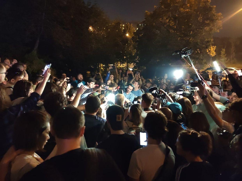 Vor dem Gerichtsgebäude in Moskau versammelten sich zahlreiche Unterstützer.