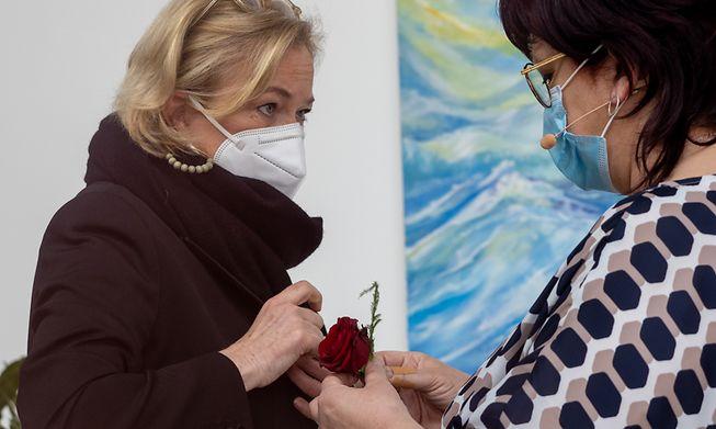 Health Minister Paulette Lenert (left) with Sanem Mayor Simone Asselborn-Bintz (right).