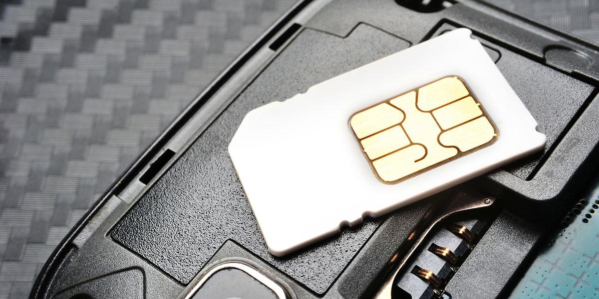 Wer eine Prepaidkarte besitzt und sich noch nicht gegenüber dem Mobilfunkanbieter ausgewiesen hat, muss dies nachholen.