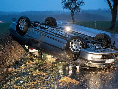 22.2. Unfall zwischen Crauthem und Schlammstee / Auto uberschlug sich Foto;Guy Jallay