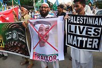 TOPSHOT - Activists of Jamaat-e-Islami (JI) Pakistan take part in a protest rally against the�agreement between Israel and the United Arab Emirates to normalise diplomatic relations, in Karachi on August 16, 2020. (Photo by Rizwan TABASSUM / AFP)