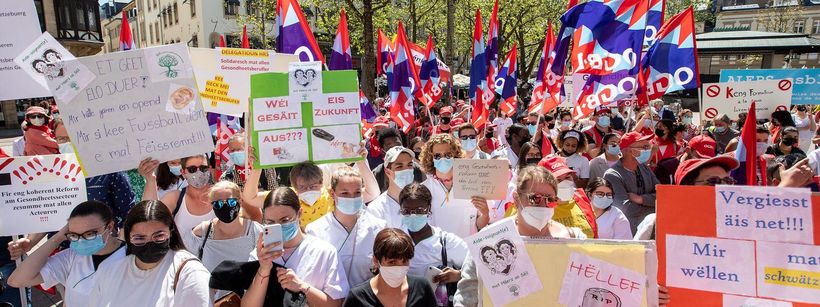 Die Protestler forderten am Dienstag, dass die geplante Reform auf Eis und mit den Akteuren aus dem Gesundheitssektor neu verhandelt wird.