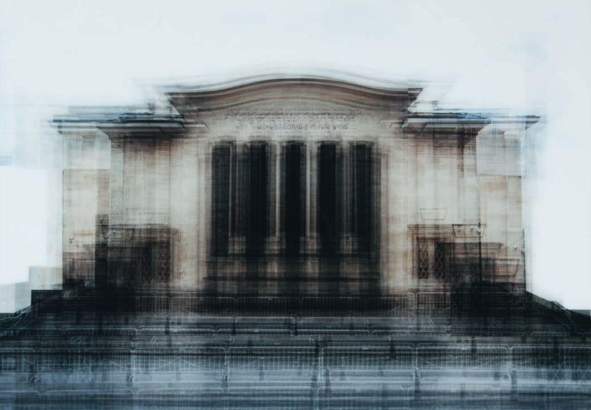 Belief System type 2: Das Bild von Miikka Heinonen zeigt die Synagoge in der Stadt Luxemburg. Mehrere Aufnahmen fließen in dieses Bild ein. Es entsteht hierbei ein Effekt wie bei Röntgenaufnahmen.