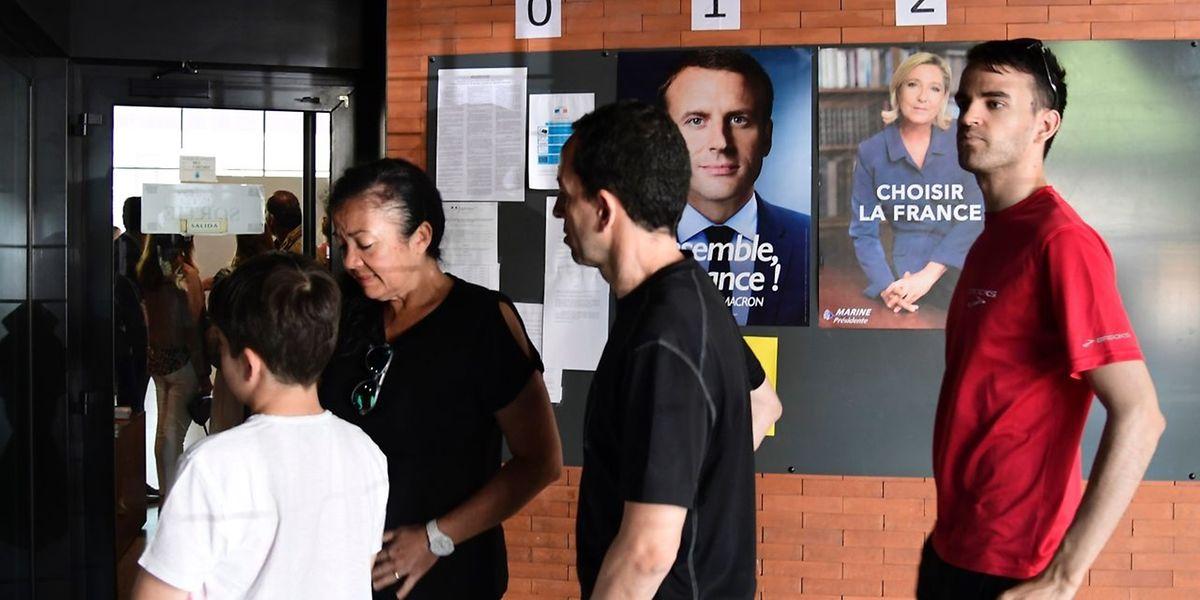 Bis zum Mittag ist der Andrang in den Wahllokalen noch mau.
