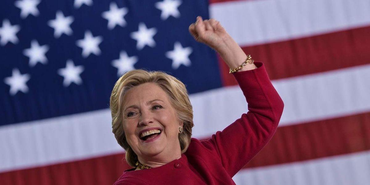 L'affaire des emails des époux Clinton refait surface.